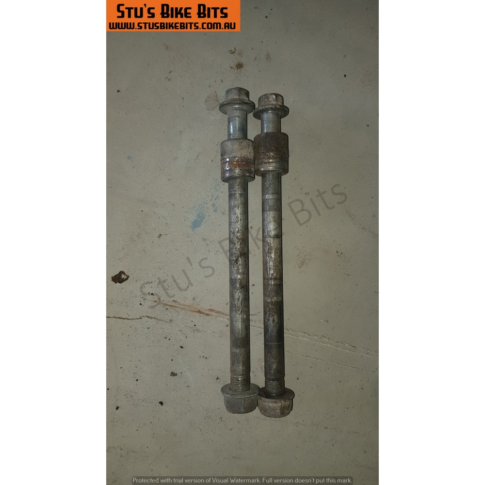 CT110 - Front Axle Bolt