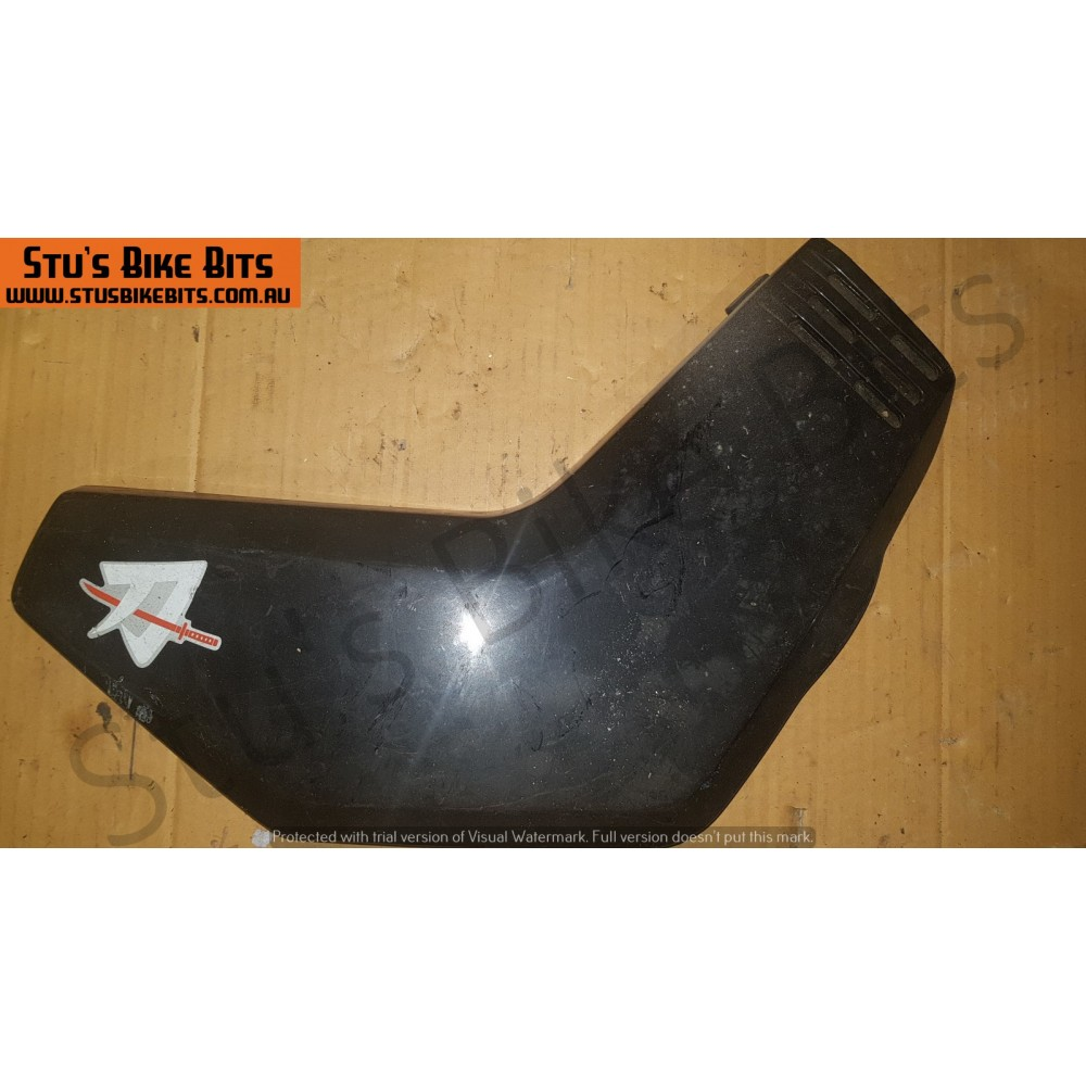 GS650G - RH side cover BLACK